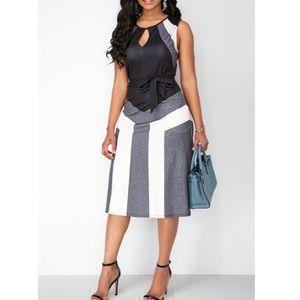 Color Block Sleeveless Keyhole Neckline Dress